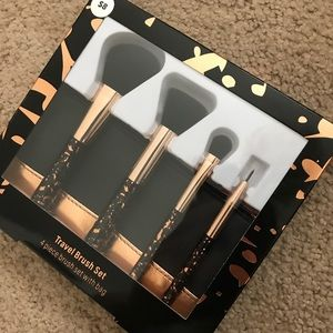 TRAVEL BRUSH SET - SEALED WITH TAGS